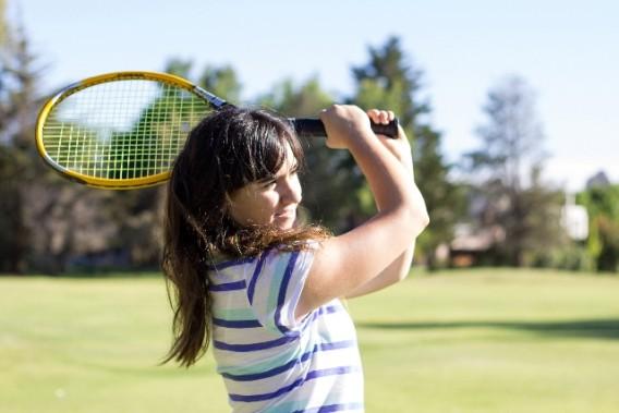 肘 テニス