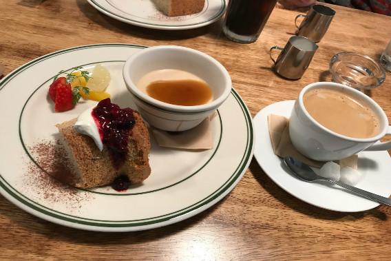 s-46 自家製シフォンケーキとフルーツの盛り合わせ 沖縄産黒糖プリン