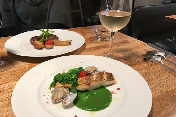 s-46 真鯛のポワレ アサリと菜の花のソース  白ワイン コルテーゼ