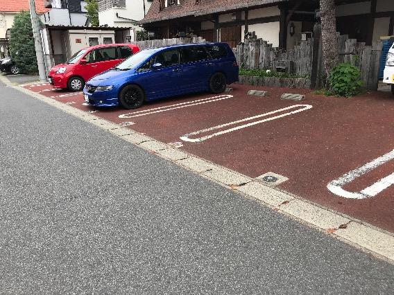 平塚 龍城ケ丘 シルスマリア 駐車場