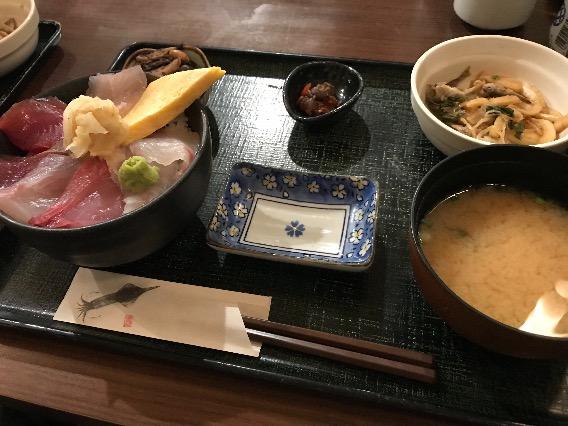 紅谷町 魚屋 魚八 海鮮丼