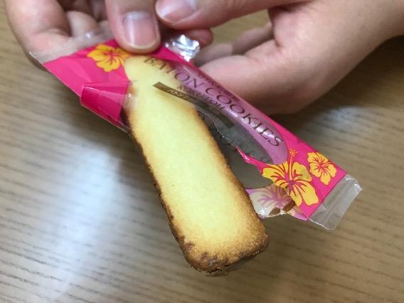 ロイズ石垣島バトンクッキー 表